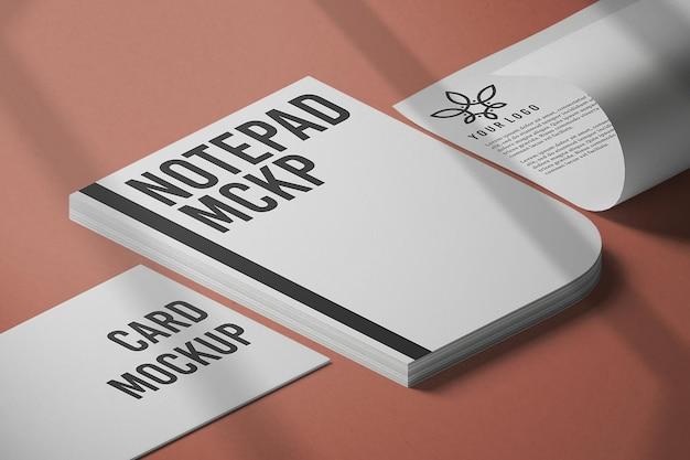 3dレンダリングで閉じたメモ帳のモックアップデザイン