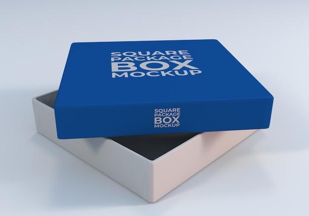 クローズアップ開いた正方形パッケージボックスモックアップ