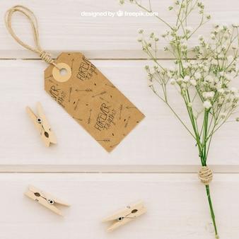 Clothespinsと花の花束のウェディングラベル