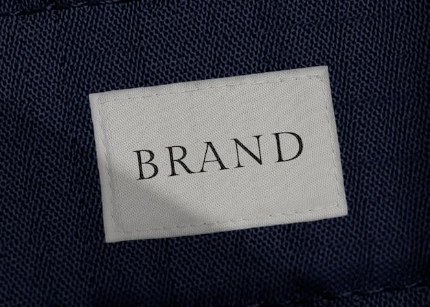 Mockup di etichetta di abbigliamento in bianco e nero minimo
