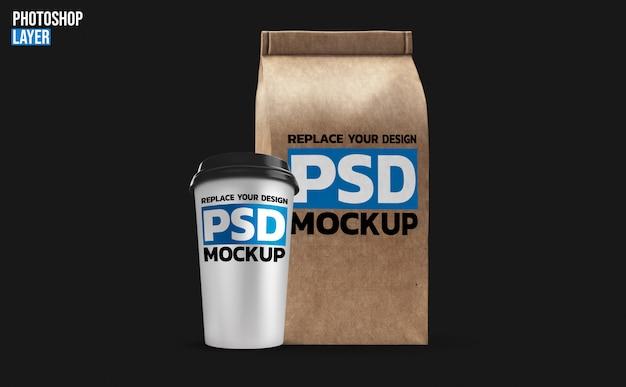 Чашка кофе и бумажный пакет макет