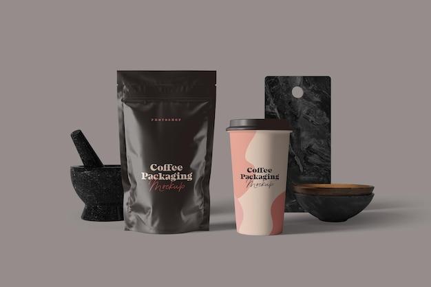 Макет упаковки кофейной чашки и пакетика