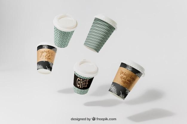 Кофейный макет с пятью летающими чашками