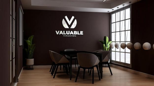 카페 또는 레스토랑 회의실에서 커피숍 벽 로고 모형