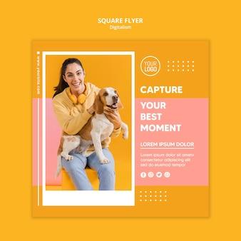 女性の写真とカラフルなデジタルチラシテンプレート