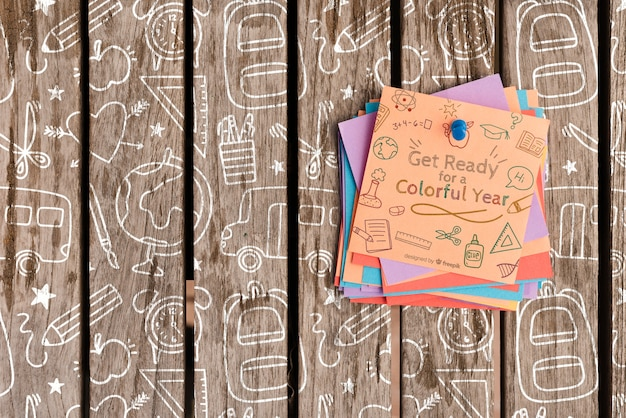 Colourful post-it paper with motivational quotes on wooden background