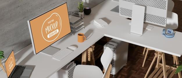コンピュータモックアップ付きの快適なオフィスデスク