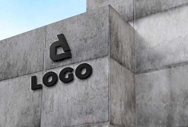 콘크리트 정면에 회사 로고 모형