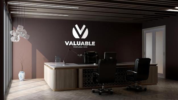 사무실 관리자 방에서 회사 로고 모형
