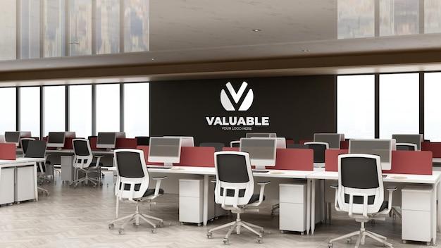 사무실 작업실에서 회사 로고 모형
