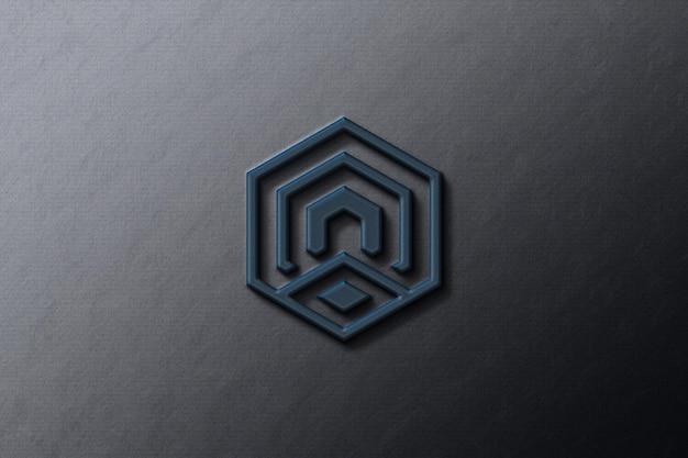 黒い紙に会社のロゴのモックアップ
