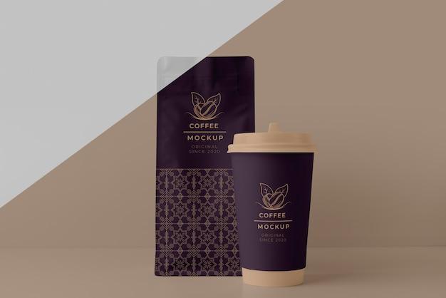 Composizione del mock-up della tazza della caffetteria
