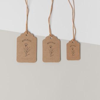 Composizione di cartellini in cartone mock-up