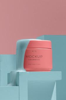 Composizione di cosmetici mock-up con elementi di fusione Psd Gratuite