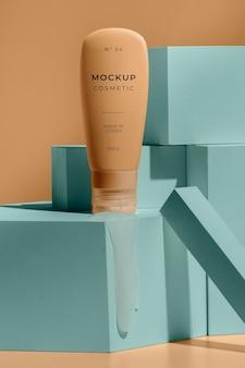 Composizione di cosmetici mock-up con elementi di fusione