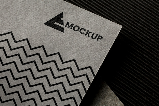 Композиция фирменного макета на карточке