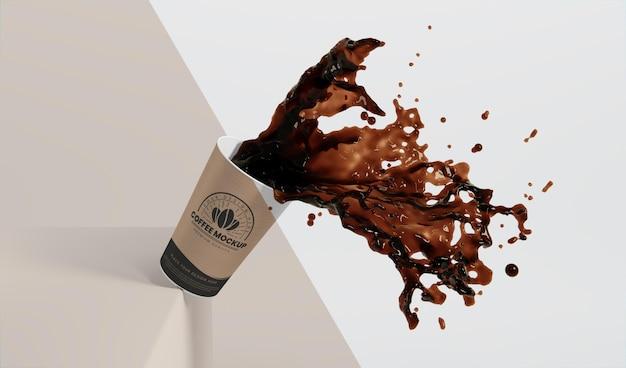 커피 얼룩 종이 커피 컵의 구성