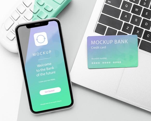 Композиция с макетом платежного приложения для смартфона