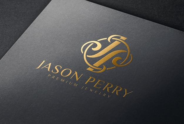 Мокап логотипа тиснения медной фольгой на черной бумажной карточке
