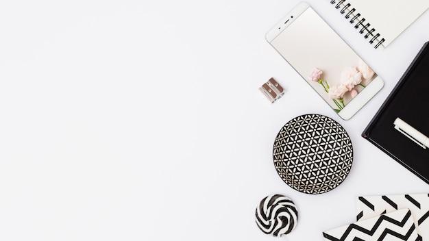 Copyspaceとスマートフォンのモックアップ