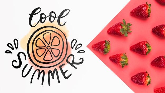 イチゴとフラットレイアウトcopyspaceモックアップ