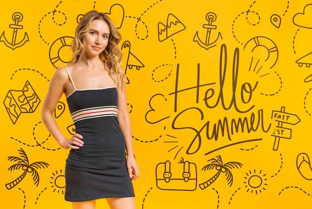 Copyspace макет с концепцией лета рядом с привлекательной женщиной