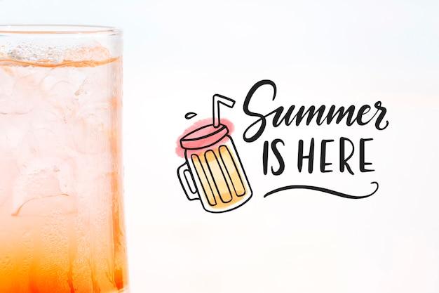 Концепция летнего коктейля с макетом copyspace