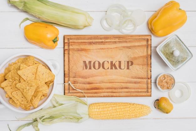 トウモロコシとピーマンの健康食品のモックアップ