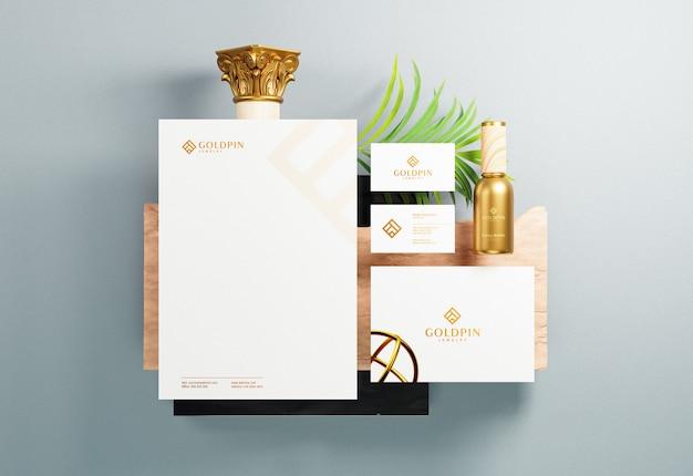 金箔プリント効果のあるコーポレートブランドアイデンティティと文房具のモックアップ