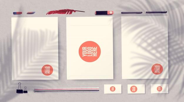Фирменный стиль макет канцелярских принадлежностей, изолированных на серый
