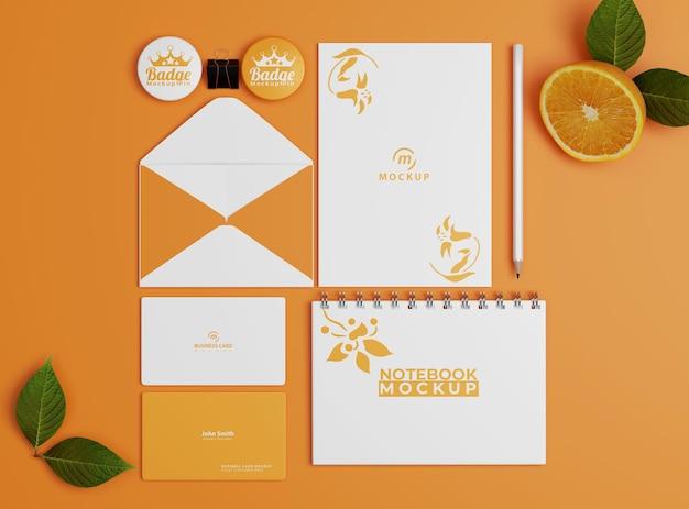 오렌지 색상의 기업 문구 세트 모형