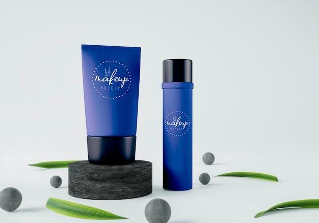 Prodotti cosmetici con sfere e foglie