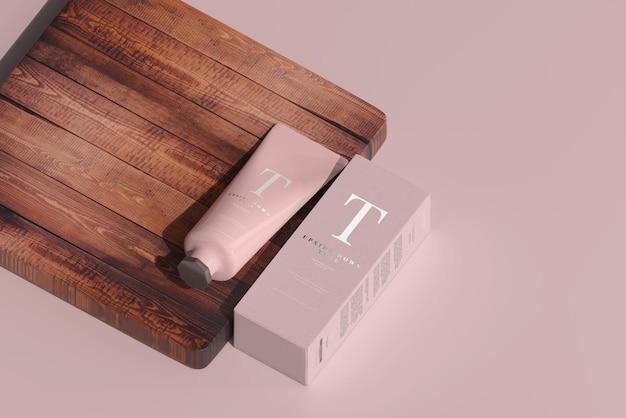 박스 모형이있는 화장품 튜브