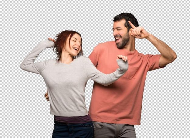 발렌타인 데이의 커플은 파티에서 음악을 들으면서 춤을 즐깁니다.