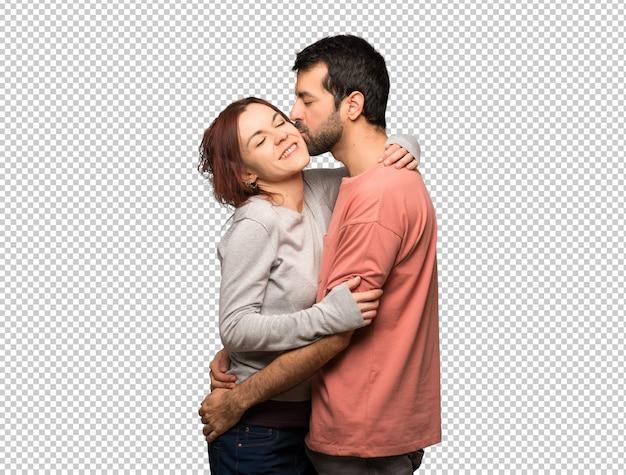 Пара в день святого валентина целоваться