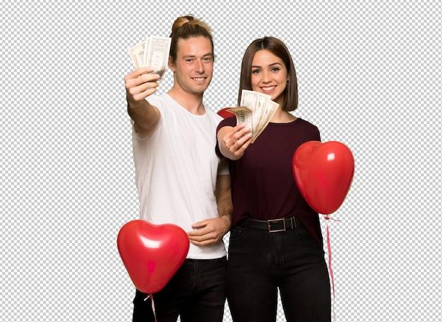 Пара в день святого валентина, принимая много денег