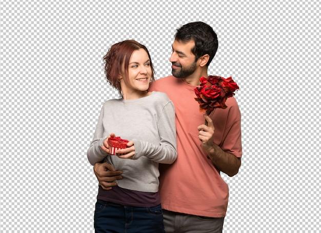 花とギフトをバレンタインの日のカップル