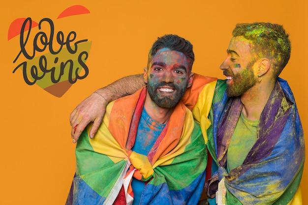 Пара влюбленных мужчин в день гей-парада. любовь побеждает