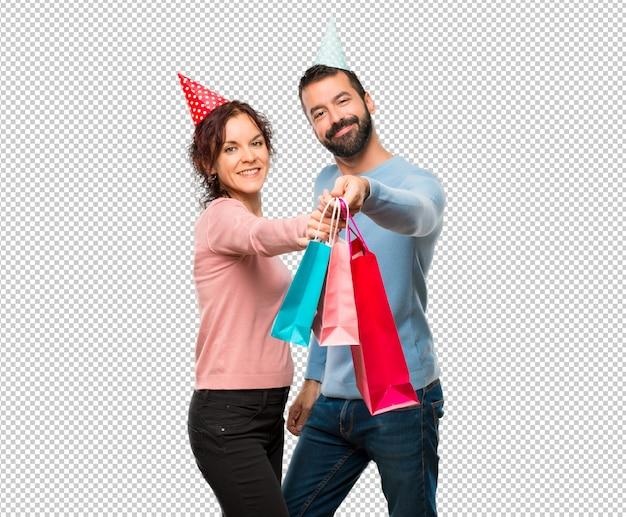 Пара с шариками и сумочками