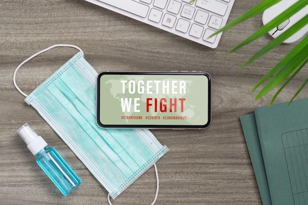 モックアップスマートフォンコロナウイルスまたはcovid-19アウトブレイクが一緒に戦う