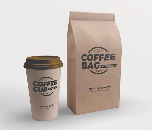 Ремесленный коричневый бумажный пакет и макет кофейной чашки