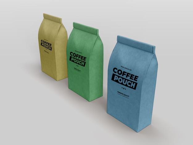 クラフトペーパーバッグとコーヒーカップのモックアップ