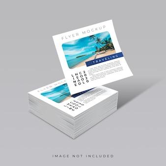 Креативная концепция колоды квадратного макета флаера