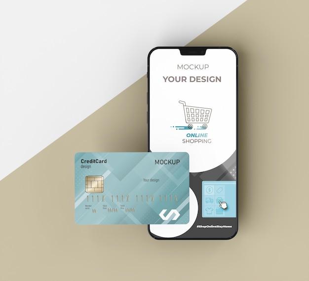 Carta di credito mock up con il cellulare