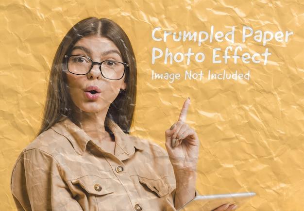しわくちゃの紙の写真効果モックアップ