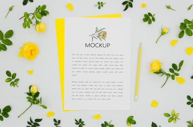 Симпатичный ботанический макет и цветы