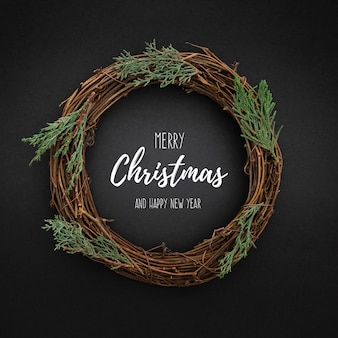 Blackwithクリスマスツリーの葉にかわいいクリスマスリース