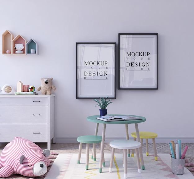 모형 포스터가있는 유치원의 귀여운 교실