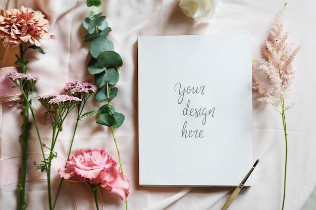 かわいい花柄のカードデザイン