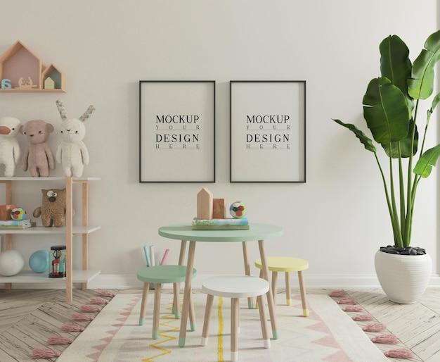 모형 포스터와 함께 귀여운 아이 놀이방